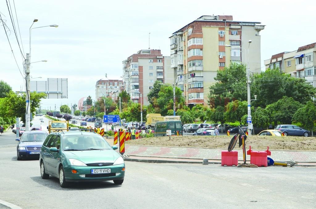 Pe bulevardul Calea București, la intersecția cu străzile Eustațiu Stoenescu și Tehnicii, se circulă fără restricții (Foto: Bogdan Grosu)