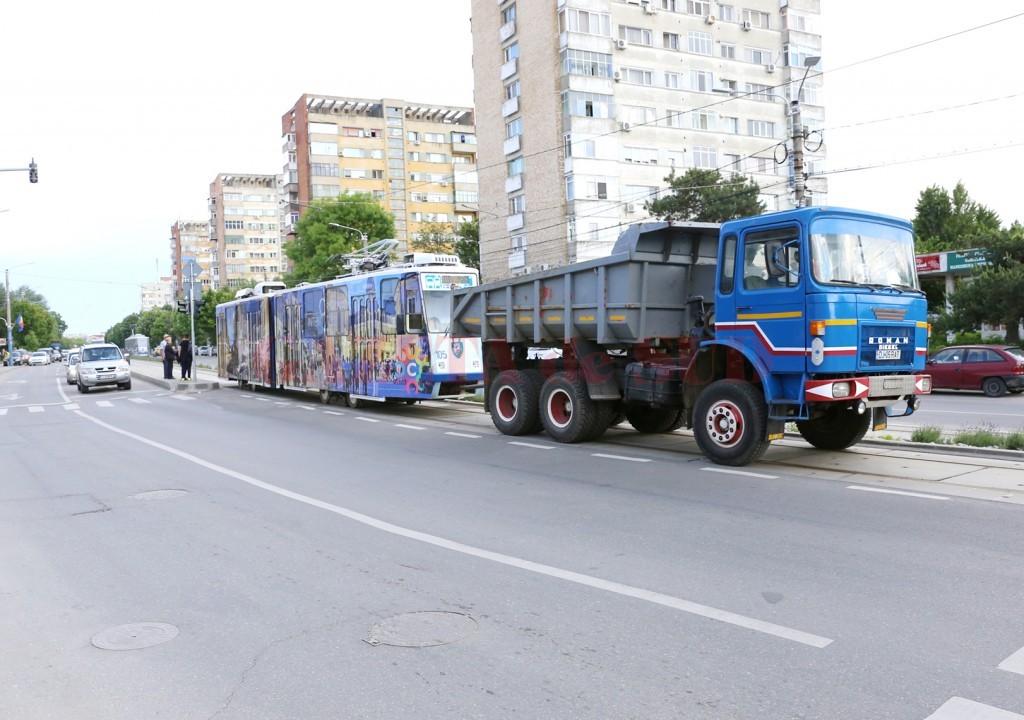 De pe 4 mai, de când au fost repuse în circulație, tramvaiele din   Craiova au întâmpinat o serie de probleme tehnice (Foto: GdS)