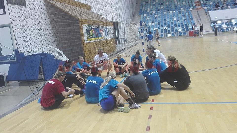 Jucătoarele de la SCM vor disputa şi mâine un meci amical cu Cisnădie (foto: Facebook SCM Craiova)