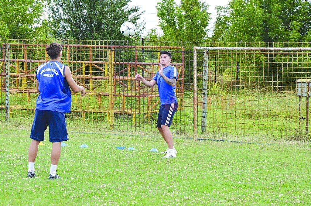 Robert Căle (dreapta) este unul dintre jucătorii de la care se aşteaptă mult în viitorul sezon (Foto: Alexandru Vîrtosu)