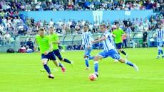 Nicuşor Bancu (la minge) este nerăbdător să joace sub privirile suporterilor craioveni (Foto: Alexandru Vîrtosu)