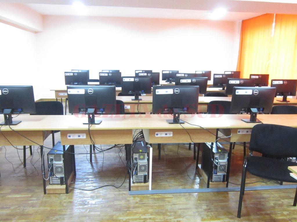 811 elevi din județul Dolj vor primi tichete în valoare de 200 de euro pentru a-și achiziționa calculatoare