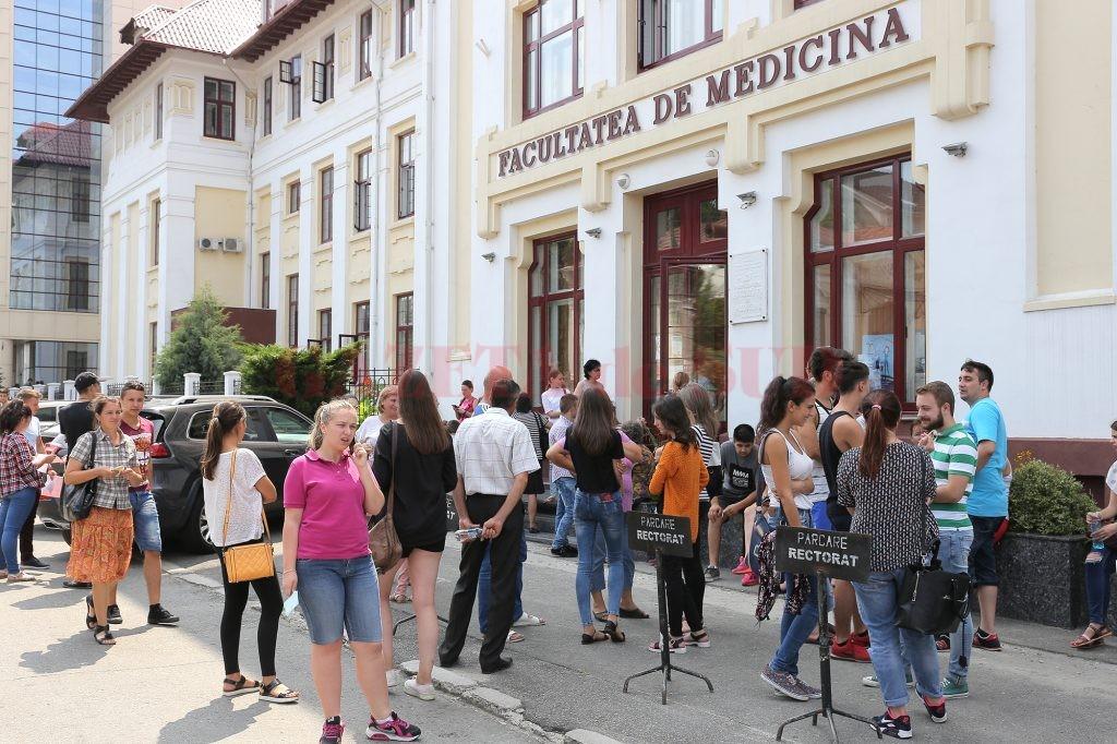 Ieri a fost ultima zi de admitere la Universitatea de Medicină și Farmacie din Craiova (Foto: Lucian Anghel)