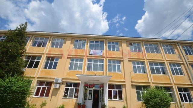 Colegiul Tehnic de Industrie Alimentară Craiova este unul din cele nouă licee din Dolj care are și o clasă pentru învățământul de tip seral și frecvență redusă
