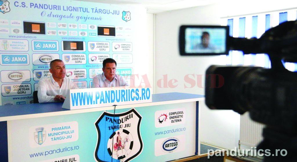Petre Grigoraș (stânga) și Narcis Răducan au promis să o mențină pe Pandurii  în prim-planul fotbalului românesc