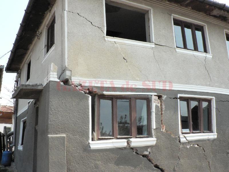 Casele au fost distruse de efectele produse de minerit