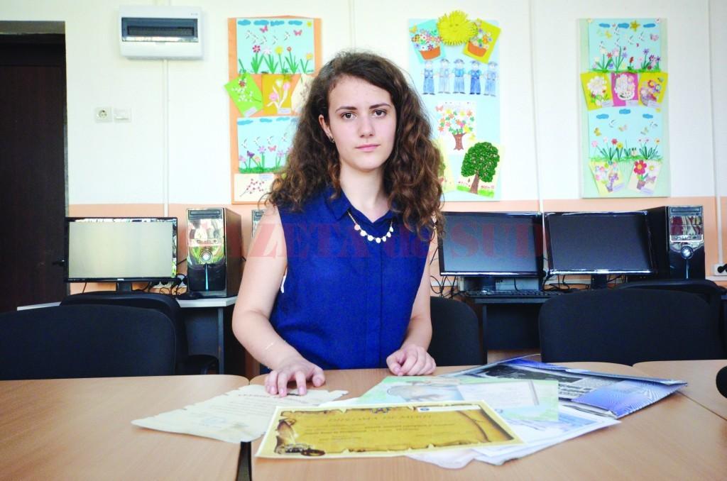 Elena Iulia Turcoman, absolventă a Școlii Gimnaziale din Filiași cu media 10 la clasă și la evaluarea națională (Foto: Traian Mitrache)