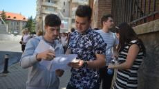 3.798 de absolvenți de liceu din județul Dolj au susținut vineri ultima probă scrisă a bacalaureatului (Foto: Traian Mitrache)