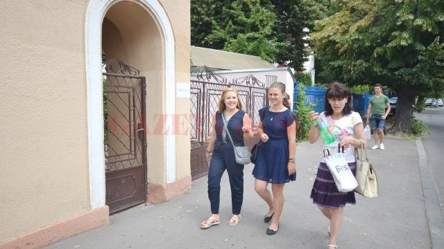 La Liceul CFR din Craiova s-a desfăşurat concursul pentru posturile de educatoare, învățătoare și învățământ special, pentru care s-au anunțat cei mai mulți concurenți (FOTO: Traian Mitrache)