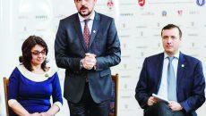 Adriana Nazarciuc, preşedintele Asociaţiei Revistei Timpul, Daniel Şandru, preşedinte al Juriului Naţional şi director al revistei Timpul, şi George Bondor, redactor-şef al revistei Timpul