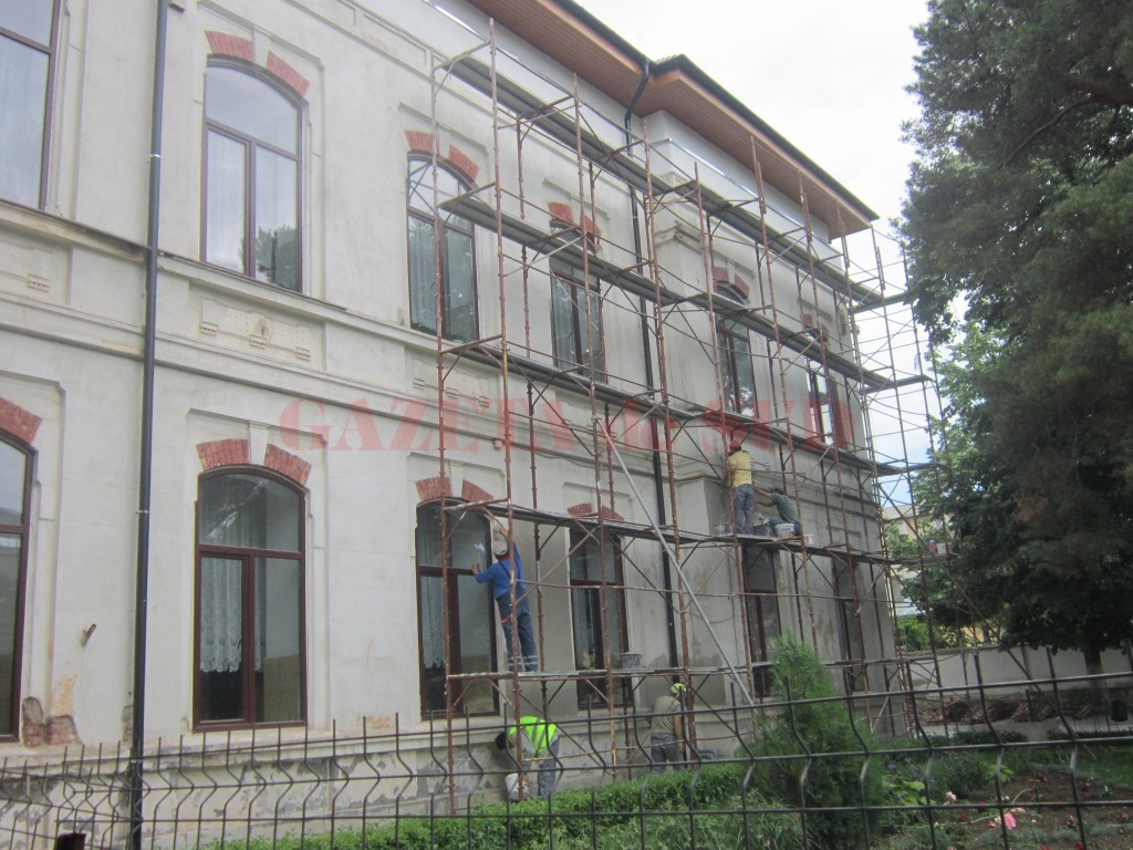 """Școala """"Traian"""" din Craiova face parte din unitățile de învățământ care au făcut lucrări  de modificare a unei clădiri și care trebuie să obțină autorizație de securitate la incediu (Arhivă GdS)"""