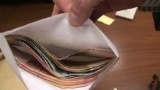 Angajatul Companiei de Apă Oltenia a fost acuzat că a cerut și primit 1.000 de euro drept mită pentru eliberarea unui aviz