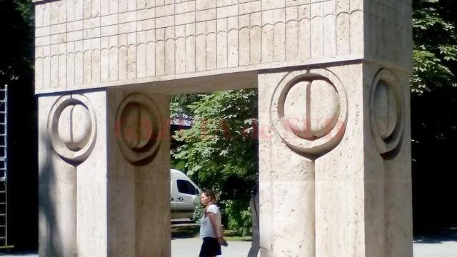 Poarta Sărutului, monitorizată de specialişti