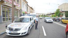Polițiștii locali continuă să-i sancționeze pe șoferii care parchează neregulamentar pe strada A.I. Cuza