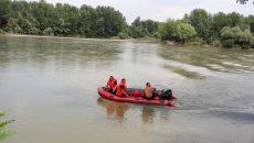 Scafandrii din cadrul ISU Dolj reușiseră până aseară să găsească doi din cei patru frați  care s-au înecat în Jiu (Foto: Aldezir Marin)