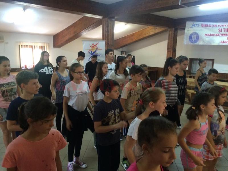 tabara nationala tinerii danseaza
