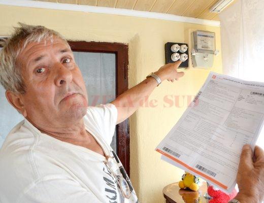 Florea Bădoi s-a trezit cu 1.700 de lei factură de la CEZ, dar nu i s-a facturat consumul de la contorul familiei sale (FOTO: Bogdan Grosu)