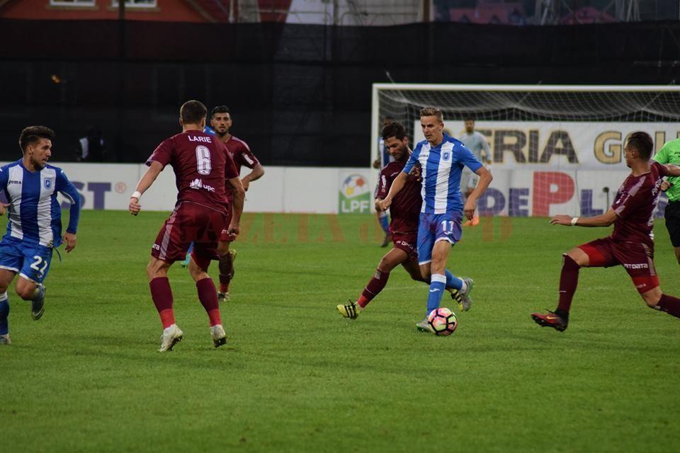 Nicuşor Bancu a fost unul dintre cei mai slabi jucători de pe teren (foto: csuc.ro)