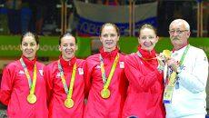 Loredana Dinu, Simona Gherman, Simona Pop, Ana Maria Popescu şi antrenorul Dan Podeanu, echipa care a obţinut aurul la Rio