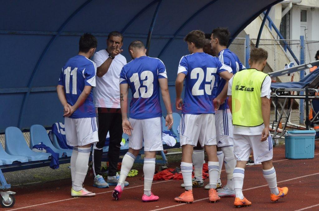 Jerry Gane le-a transmis elevilor săi că nu concepe să nu câștige meciul cu ACS Berceni (foto: Alexandru Vîrtosu)