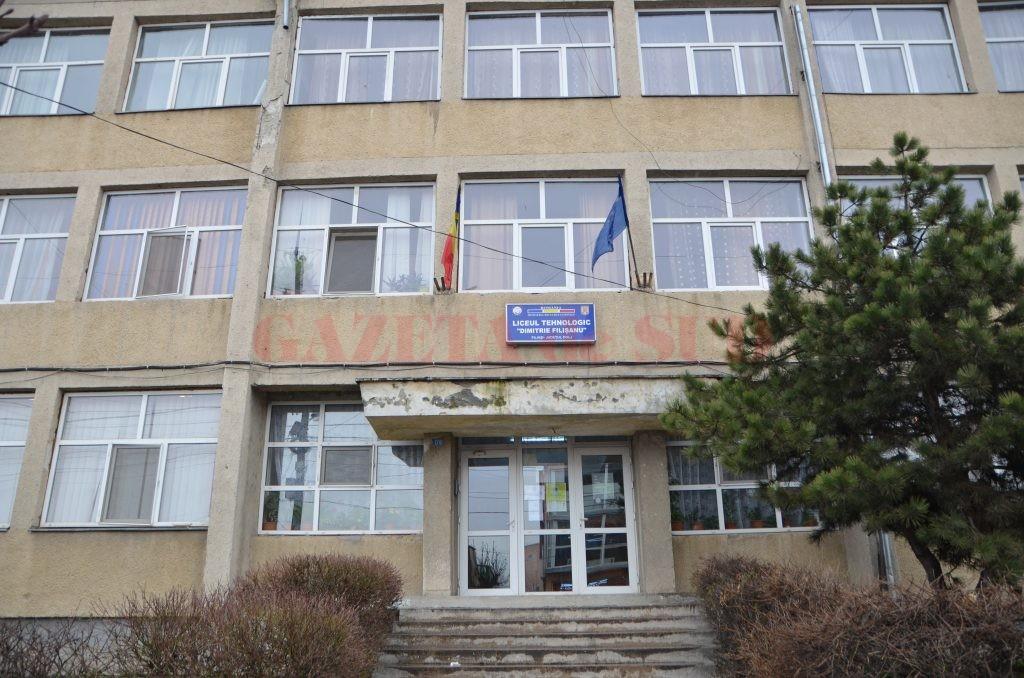 """La Liceul """"Dimitrie Filișanu"""" din Filiași nu a fost ocupat nici unul din cele 28 de locuri alocate pentru clasa a IX-a seral. O nouă sesiune de admitere se va organiza în septembrie."""
