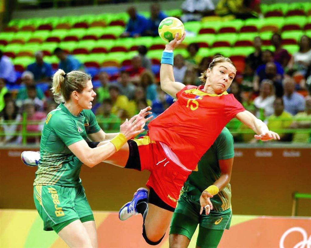 Fără nici un punct după două meciuri, Valentina Ardean Elisei şi colegele sale încearcă să învingă Muntenegru astăzi (Foto: rio2016.ro)