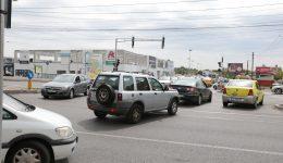 Intersecţie blocată pe Calea Bucureşti în dreptul Electroputere Parc (Foto: Lucian Anghel)