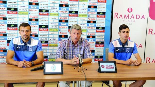 Antrenorul Gigi Mulțescu (în centru) și jucătorii Simon Măzărache (stânga) și Vladimir Screciu au vorbit despre meciul cu Astra (Foto: Claudiu Tudor)