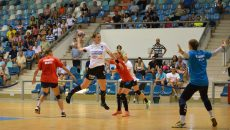 Pentru Trifunovic (la minge) și colegele sale meciurile cu Bistrița sunt ultimele care nu se joacă pe puncte
