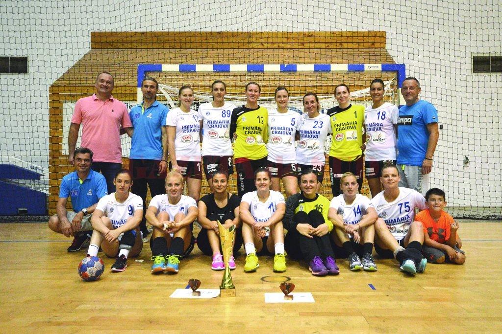 Handbalistele de la SCM Craiova au oprit acasă trofeul ()