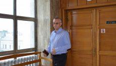 Directorul Diviziei Miniere din cadrul Complexului Energetic Oltenia, Daniel Antonie, este judecat la Tribunalul Gorj sub acuzaţia de abuz în serviciu
