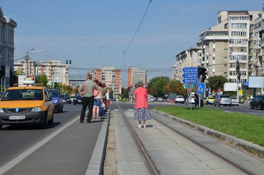 Staţie de tramvai unde va fi amenajat un astfel de adăpost pentru călători