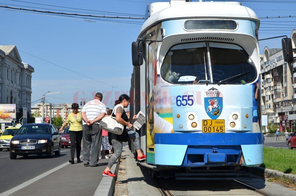 Tramvaiele din Craiova au peste 35 de ani vechime şi sunt depăşite fizic şi moral