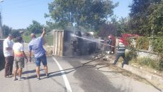 Pompierii au lichidat focul  care a cuprins autocamionul