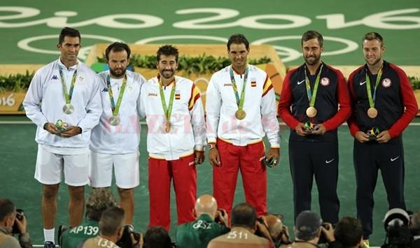 Horia Tecău şi Florin Mergea (în stânga) au fost învinşi în finala olimpică (foto: FRT)