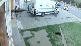 Furtul comis de cei doi minori a fost surprins de camerele video ale unui magazin din Calafat