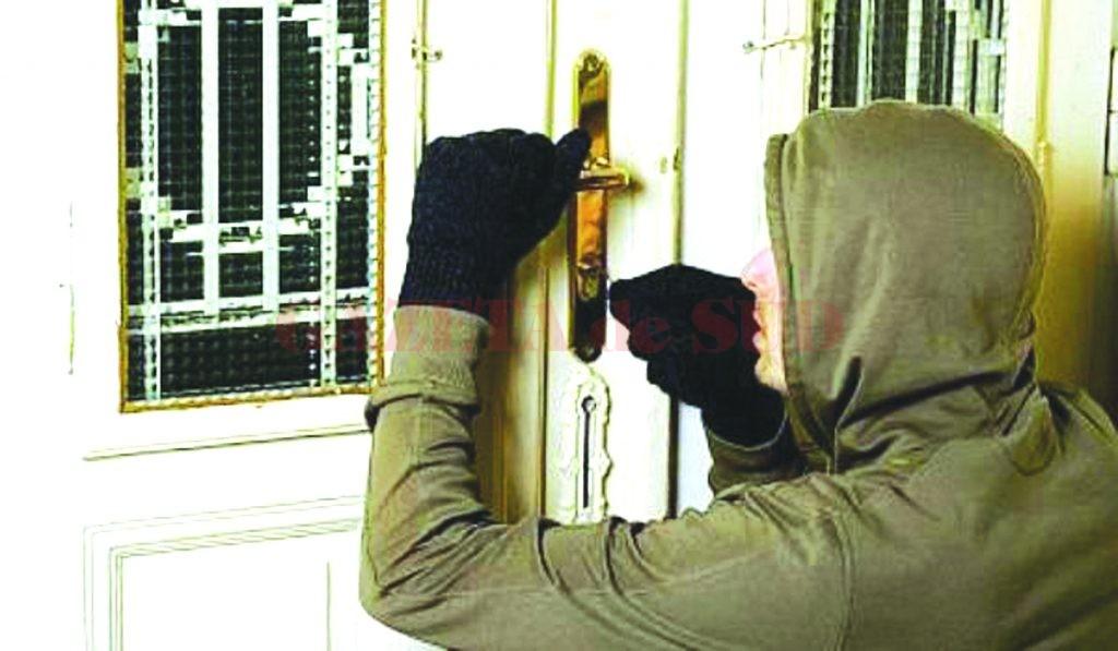 Tânăr de 21 de ani, bănuit de furt din locuință, reținut de polițiști