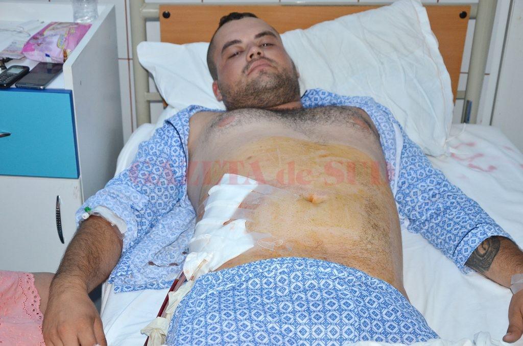 Unul dintre tinerii înjunghiați în urma scandalului din Argetoaia a fost internat la Secția  de Chirurgie a Spitalului de Urgență Craiova (FOTO: Claudiu Tudor)