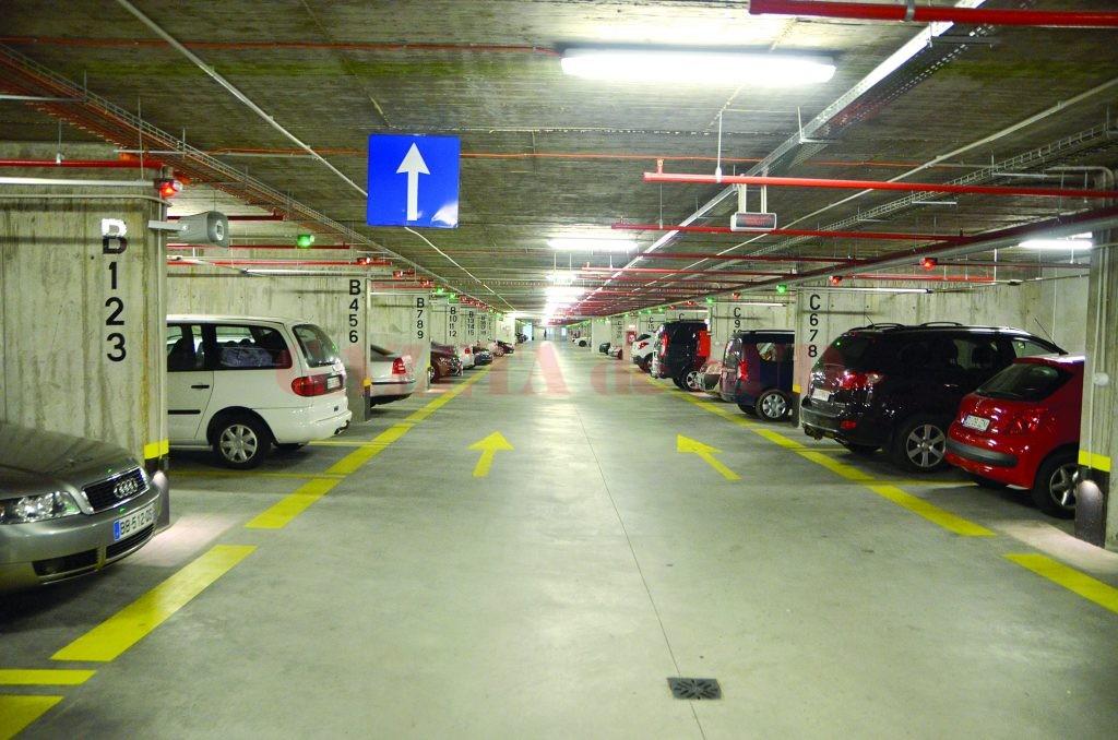 În parcarea subterană din Craiova nu poposesc mai mult de 300 de șoferi pe zi  (FOTO: Claudiu Tudor)