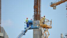 """22 dintre muncitorii care lucrau, în luna iulie, pe stadionul """"Ion Oblemenco"""" nu aveau contracte de muncă (Foto: Traian Mitrache)"""