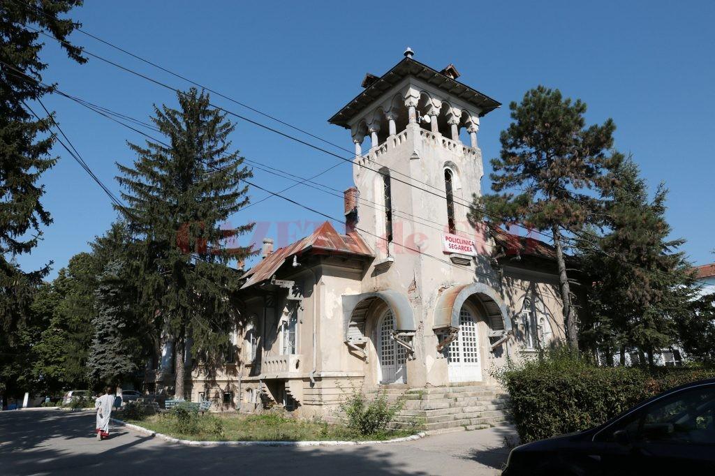Policlinica Spitalului Orăşenesc Segarcea a fost  distrusă de un incendiu pe 1 ianuarie 2015