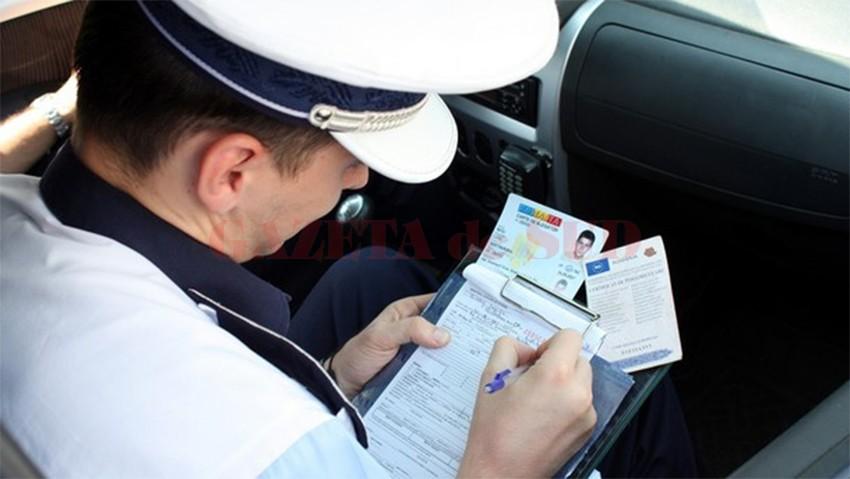 IPJ Dolj a anunţat că, ieri, au fost aplicate 81 de sancţiuni contravenţionale, iar şase şoferi au rămas fără permisul de conducere.