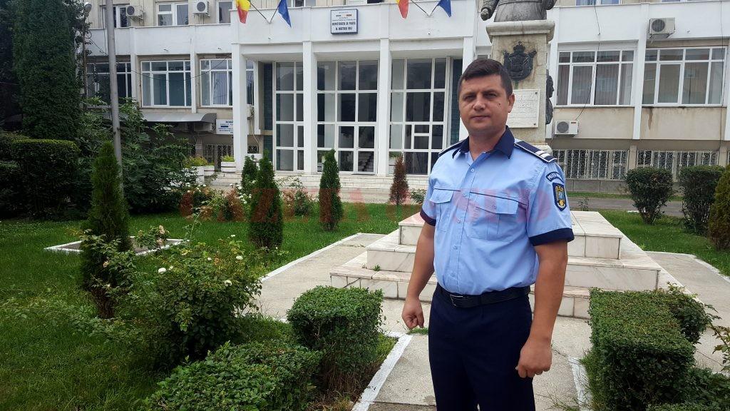 Agentul Sîrbu lucrează la Secția 3 din anul 2008, fiind transferat de la IPJ Mehedinți