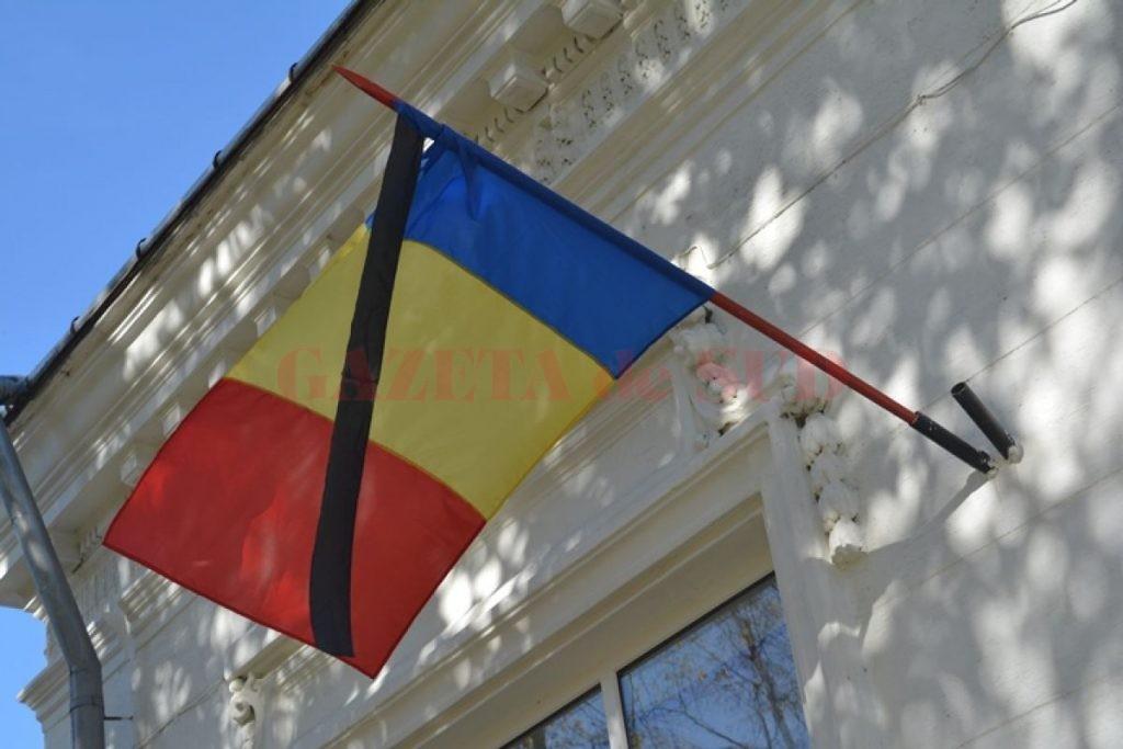 6-doliu-european-la-botosani-autoritaile-au-coborat-in-berna-si-drapelul-ue-comemorarea-s-a-oprit-la-usile-partidelor-galerie-foto