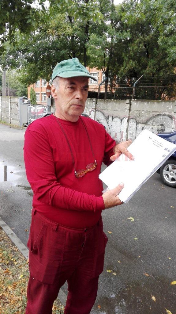 Alexandru Orăscu așteaptă de doi ani ca autoritățile să îi confirme sau infirme caracterul bolii profesionale (Foto: Ramona Olaru)