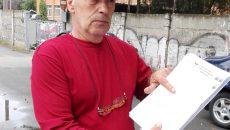Alexandru Orăscu lucrează la Electroputere, are diagnostic de azbestoză, însă autoritățile nu i-au spus nici după doi ani dacă este sau nu boală profesională (Foto: Ramona Olaru)