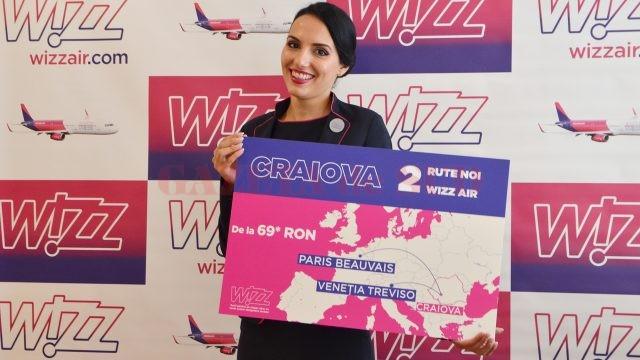Aliana, stewardesa din Craiova a Wizz Air, a anunțat cele două zboruri noi care se prefigurează de la anul, de pe Aeroportul Internațional Craiova (Foto: Bogdan Grosu)