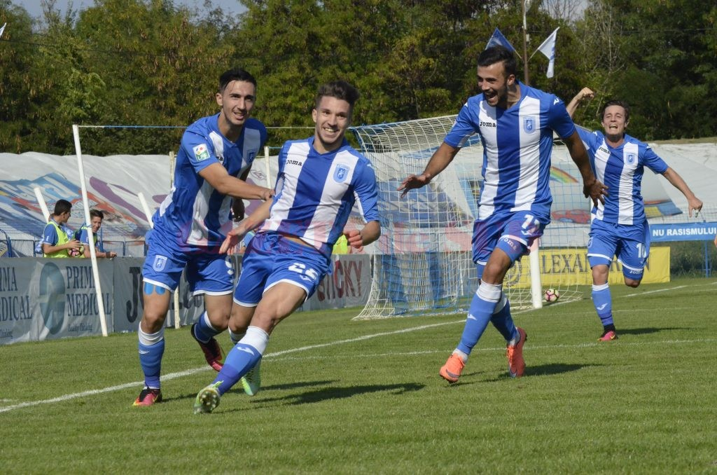 Alex Băluţă a făcut fericit publicul craiovean şi colegii din echipă (foto: Alexandru Vîrtosu)