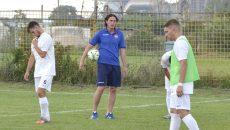 Antrenorul Florin Șoavă (centru) nu s-a așteptat deloc la o înfrângere în meciul cu piteștenii (Foto: Alexandru Vîrtosu)