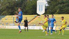 Olivian Surugiu (la minge) a fost cel mai bun jucător al craiovenilor în partida cu Steaua (Foto: Alexandru Vîrtosu)